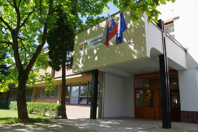 Stredná priemyselná škola stavebná Dušana Samuela Jurkoviča ... 2c4eb803f71