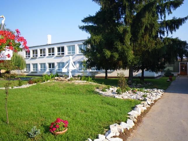 hlavná budova školy